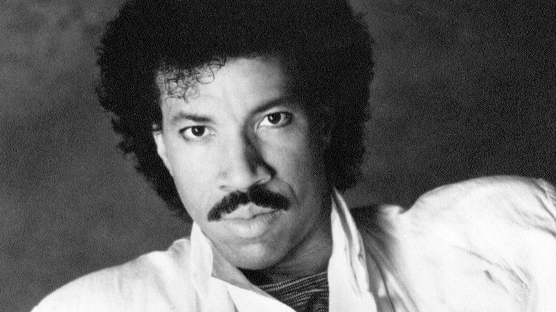 Lionel Richie - Let the music play on... We're sending...